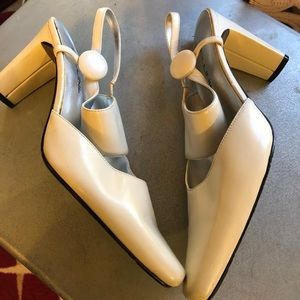 Classy off white shoes